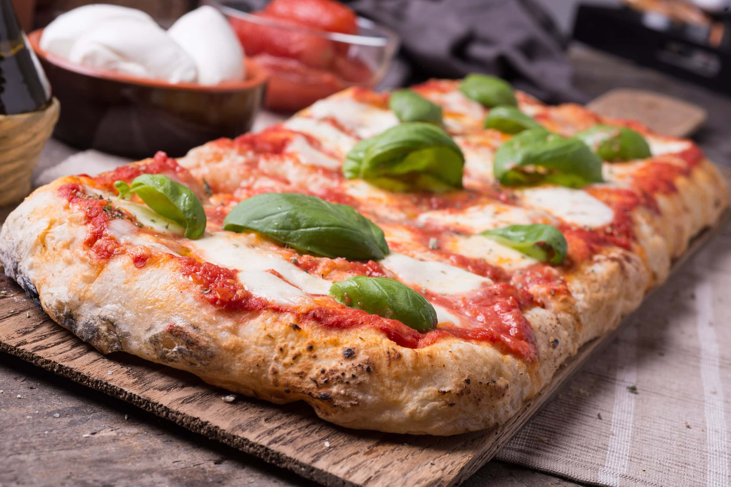 Pizza in teglia fatta in casa